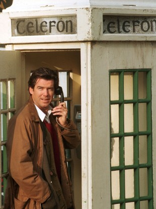 Pierce Brosnan in an old style phone box in Roundwood, Co. Wicklow. (1996)