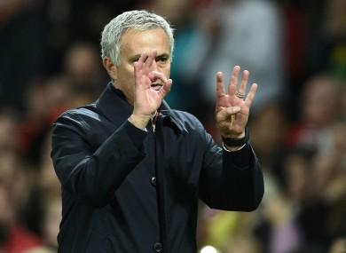 Jose Mourinho gestures '4-0'.