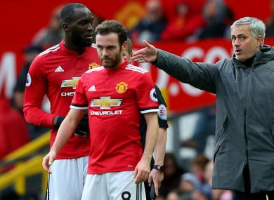 Jose Mourinho (R) gives instructions to Romelu Lukaku
