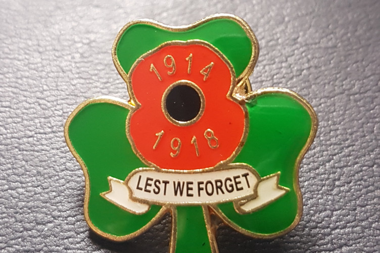 WHITE POPPY REMEMBRANCE PIN BADGE  2019 PEACE LEST WE FORGET ANTI WAR