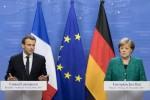 German Chancellor Angela Merkel (R) and French President Emmanuel Macron (L)