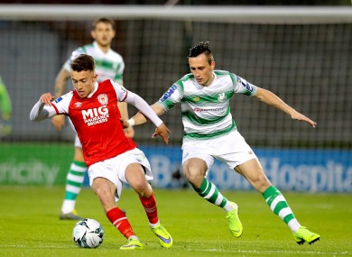 Darragh Markey competes for possession with Aaron McEneff.