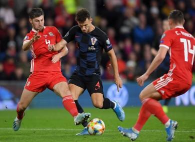Ben Davies challenges Ivan Perisic