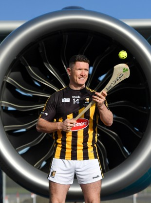 Paul Murphy was in Dublin airport for the Aer Lingus Super 11's Jersey launch.