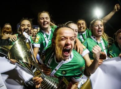 Áine O'Gorman celebrates winning the league with Peamount.