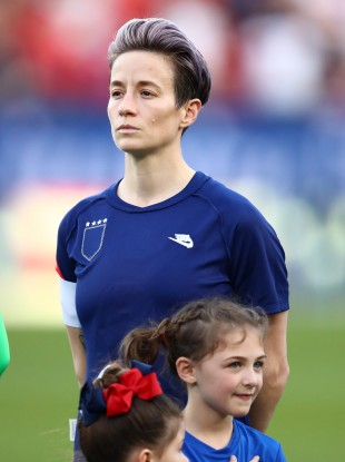 Megan Rapinoe before the US WNT's match yesterday. They turned their jerseys inside out to cover the badge in the warm-up.