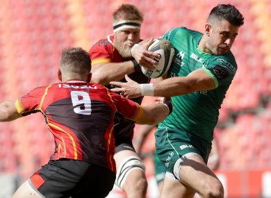 Tiernan O'Halloran of Connacht scores a try.