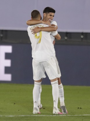 Karim Benzema celebrates with Marco Asensio after Real Madrid's second goal against Alaves.