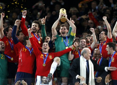 Iker Casillas lifting the World Cup trophy in 2010.