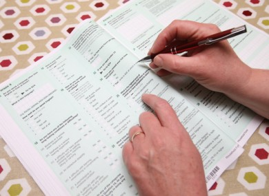 Person filling out the 2016 census.