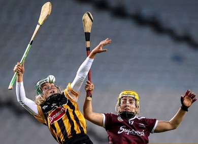 Michelle Teehan and Siobhán McGrath battle for possession.