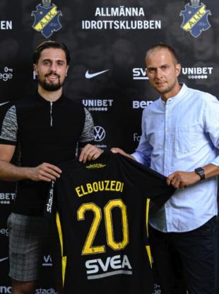 Zack Elbouzedi (left) pictured today with AIK's sporting director Henrik Jurelius.